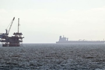 美国原油库存连降两周推进美油收盘大涨近5%